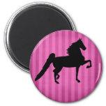 Imán rosado bonito de Saddlebred del americano
