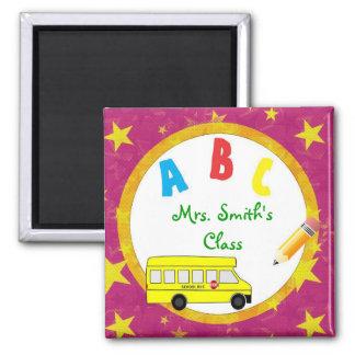 Imán rosado D2 del profesor del autobús escolar