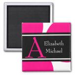 Imán rosado del boda de la inicial del monograma