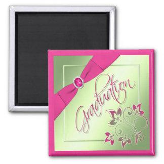 Imán rosado, verde, y amarillo de la graduación