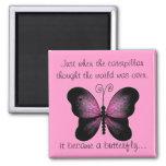 Imán rosado y negro de la mariposa