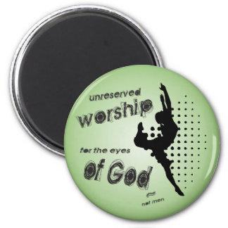 Imán sin reservas de la adoración