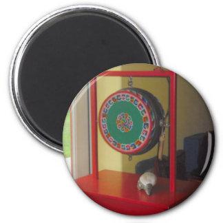 Imán tibetano del tambor y de la concha