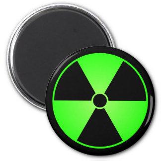 Imán verde del símbolo de la radiación