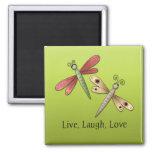 Imán vivo del amor de la risa de la libélula