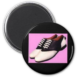 Imán - zapatos de silla de montar retros de los añ