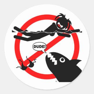 Imanes, botones y más del peligro de la natación pegatina redonda