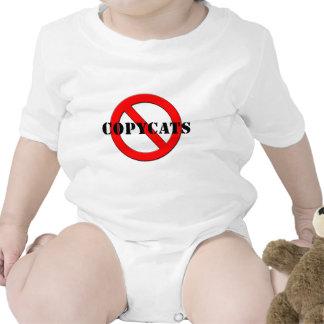 Imitadores antis traje de bebé