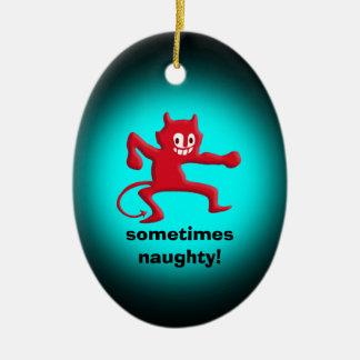 Imp de cuernos rojo, cola acentuada, a veces adorno navideño ovalado de cerámica