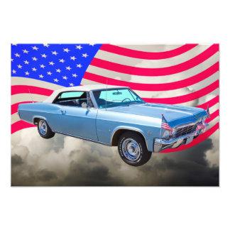 Impala 1965 de Chevy 327 con la bandera americana Fotografía