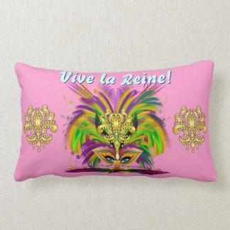 Importante de la reina 1 del carnaval leído sobre  almohada