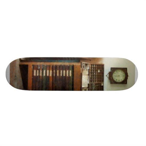 Imprenta con el reloj tabla de patinar