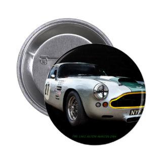 Impresión 1961 del arte de Aston Martin DB4 Pin Redondo 5 Cm
