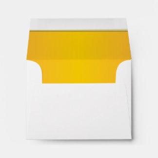 Impresión amarilla brillante alineada sobre