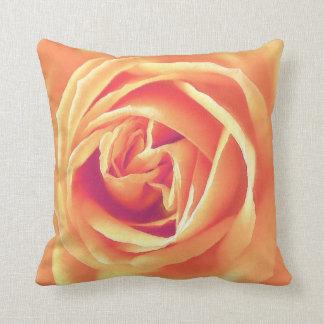 Impresión anaranjada suave del rosa cojín decorativo