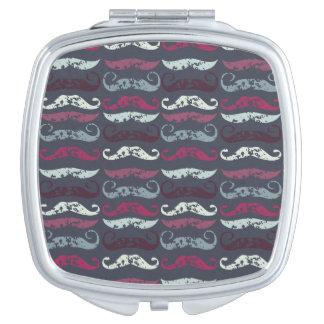 Impresión apenada del bigote espejo maquillaje