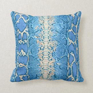 Impresión azul #1 de la piel de serpiente cojín
