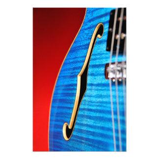 Impresión azul de la foto de la guitarra cojinete
