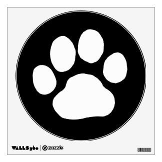 Impresión blanca de la pata del perro en el negro