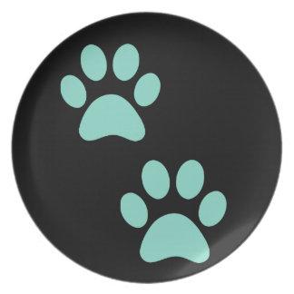 Impresión bonita de la pata del perrito plato