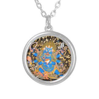 Impresión budista tibetana del arte collar plateado