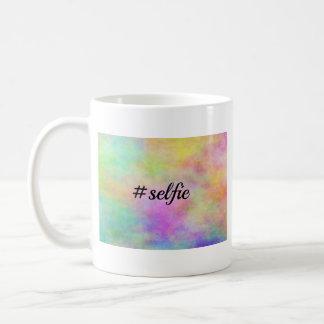 impresión colorida del #selfie taza básica blanca