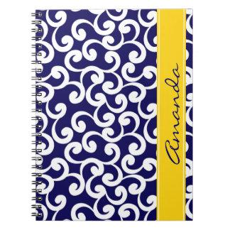 Impresión con monograma azul marino de los element libro de apuntes con espiral