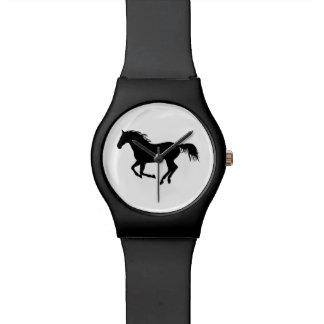 Impresión corriente del caballo del negro de la relojes