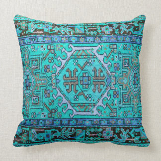 Impresión de la alfombra oriental antigua en cojin