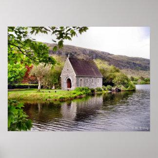 Impresión de la capilla de la orilla del lago póster