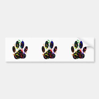 Impresión de la pata del perro con confeti y la pegatina para auto