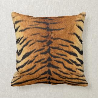 Impresión de la piel de la raya del tigre cojín decorativo