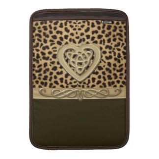 Impresión de la piel del leopardo con el corazón funda para macbook air