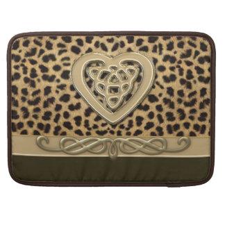 Impresión de la piel del leopardo con el corazón fundas macbook pro