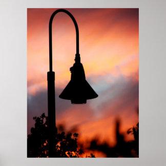 Impresión de la silueta de la luz de calle poster