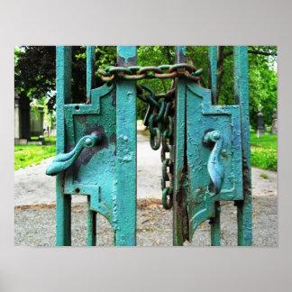 Impresión de las puertas del cementerio póster