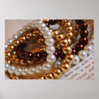 Impresión de las pulseras de la perla póster