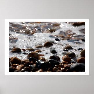 impresión de los guijarros del océano póster