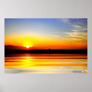 Impresión de oro de la puesta del sol del océano póster