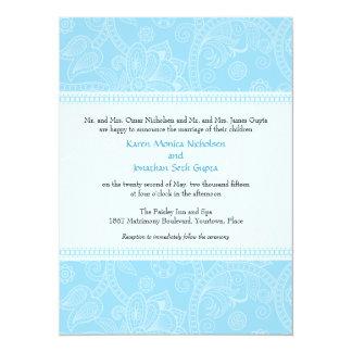 Impresión de Paisley en la invitación azul del