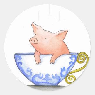 Impresión del cerdo de la taza de té pegatina redonda