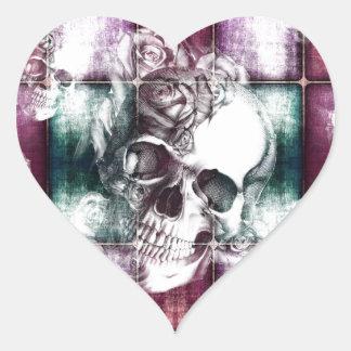 Impresión del cráneo y de la transparencia de los pegatina en forma de corazón