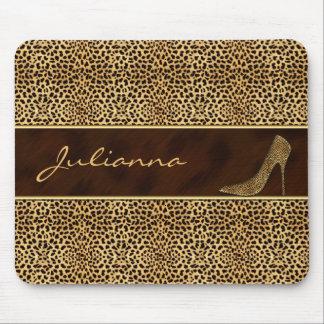 Impresión del guepardo con un tacón de aguja tapetes de ratón
