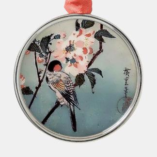 Impresión del japonés de la flor de cerezo del adorno redondo plateado
