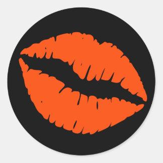 Impresión del lápiz labial del rojo negro y pegatina redonda