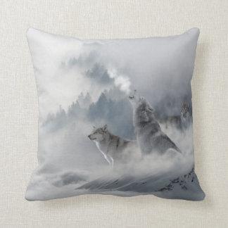 Impresión del lobo de la nieve cojín decorativo