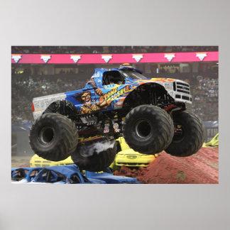 Impresión del monster truck de la trituradora de póster