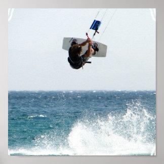 Impresión del poster del salto de Kiteboarding
