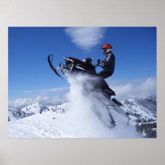 Impresión del salto del Snowmobile Póster