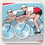 Impresión del vintage de dos ciclistas posavasos de bebidas